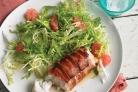 Треска в беконе с салатом