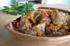 Мясо, тушенное с луком и морковью
