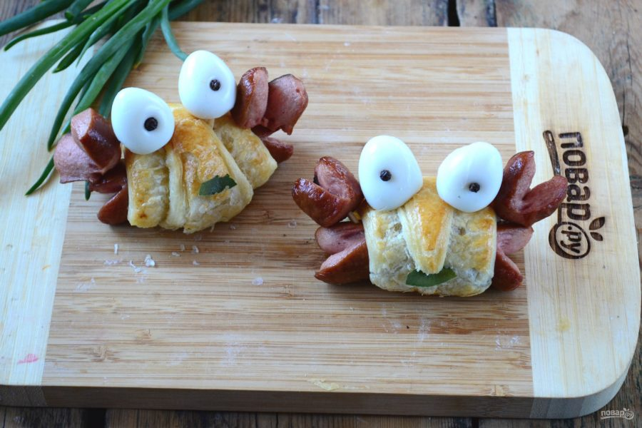 "Закуска из слоеного теста с сосисками ""Крабик"""
