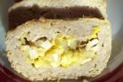 Мясной рулет с яйцом и луком