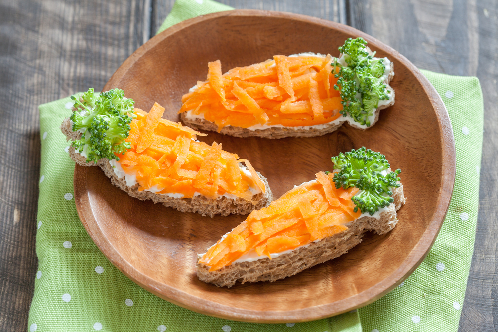 Сэндвичи с крем-сыром и морковью