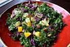 Салат с виноградом и фисташками