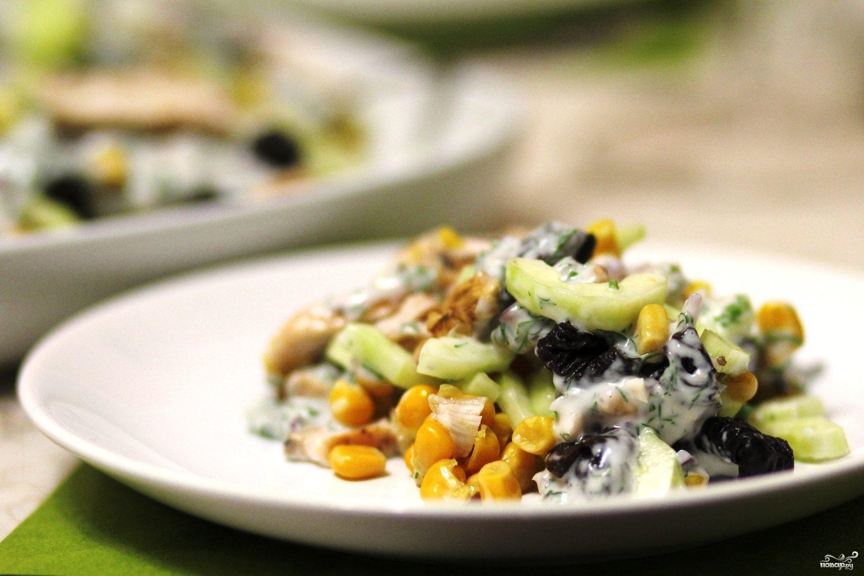 салат с грибами курицей кукурузой и огурцом рецепт #14