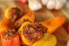Перец, фаршированный кусочками мяса