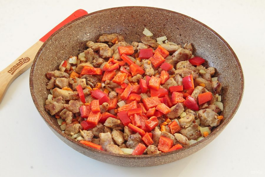 Индюшатина с овощами в томатном соусе