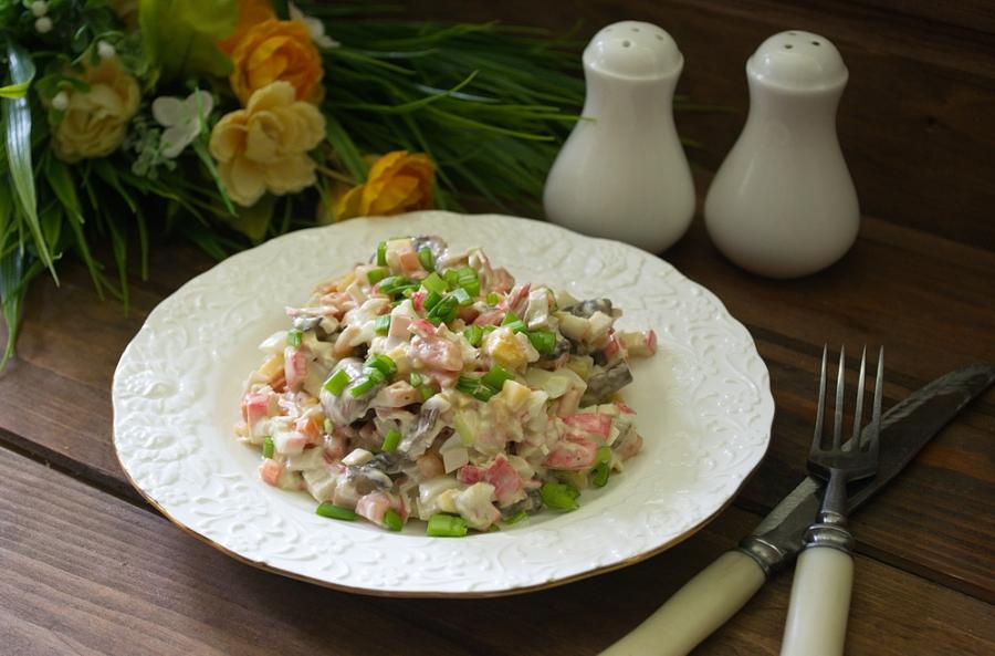 Рецепты приготовления салатов ко дню рождения – красиво, просто и вкусно.
