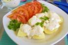 Картофель под чесночно-сырным соусом