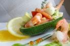 Салат из авокадо с креветками и яйцом