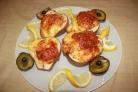 Груша, запеченная с креветками и сыром