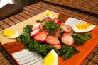 Салат из шпината и редиски