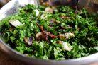 Салат из капусты кале