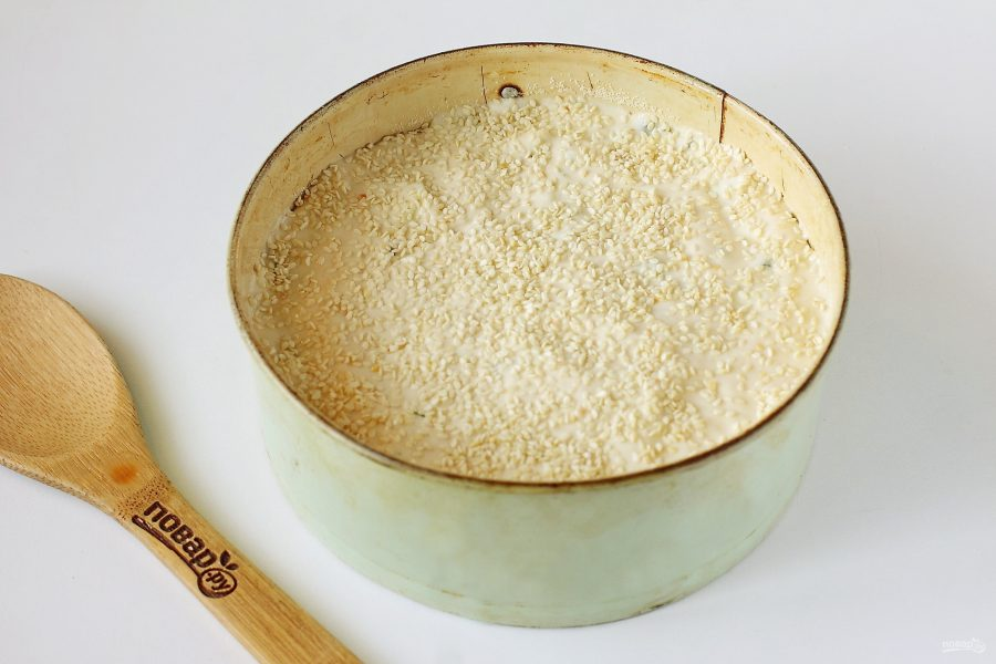 Заливной пирог с начинкой перед выпечкой