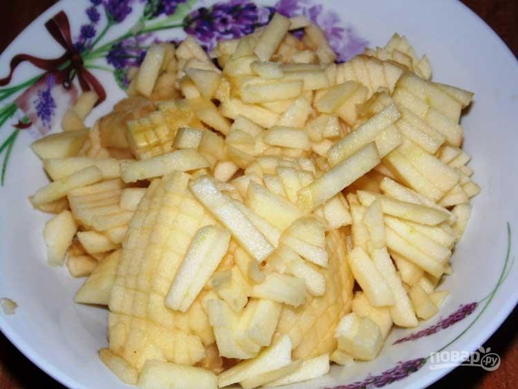 Сладкий салат с черносливом и грецкими орехами