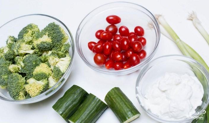 как приготовить салат из брокколи с беконом с йогуртом