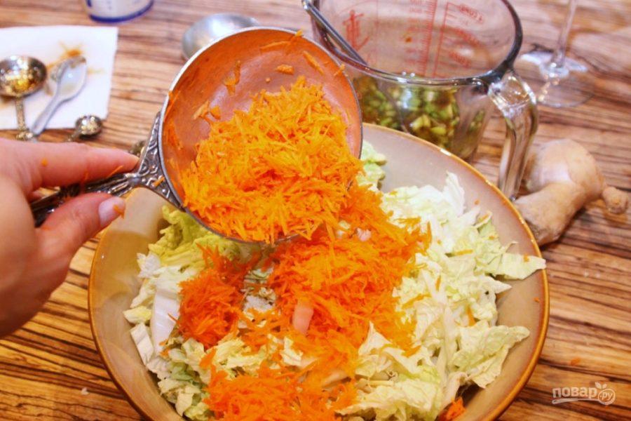 Теплый салат с куриным филе по-тайски