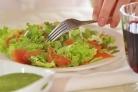 Зеленый салат с форелью