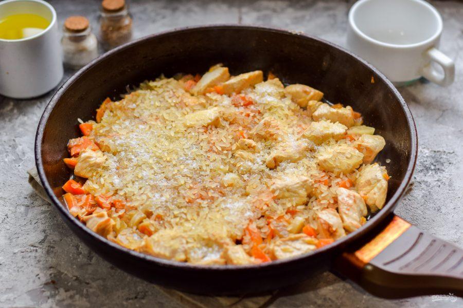 Приготовление риса с курицей на сковороде