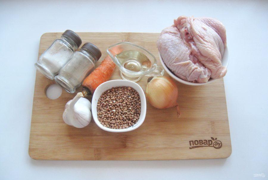 Ингредиенты для запеченных куриных бедер в духовке с гречкой