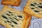 Слоеные пирожки с рыбой