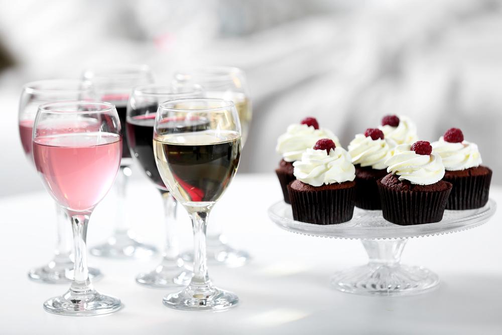 Вино и кексы