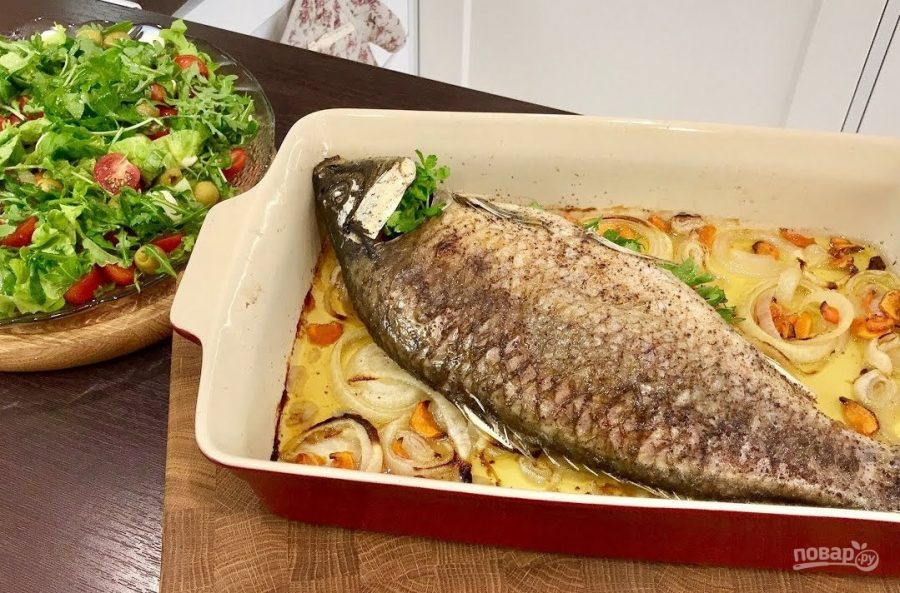Ужин на всю семью (рыба с салатом)