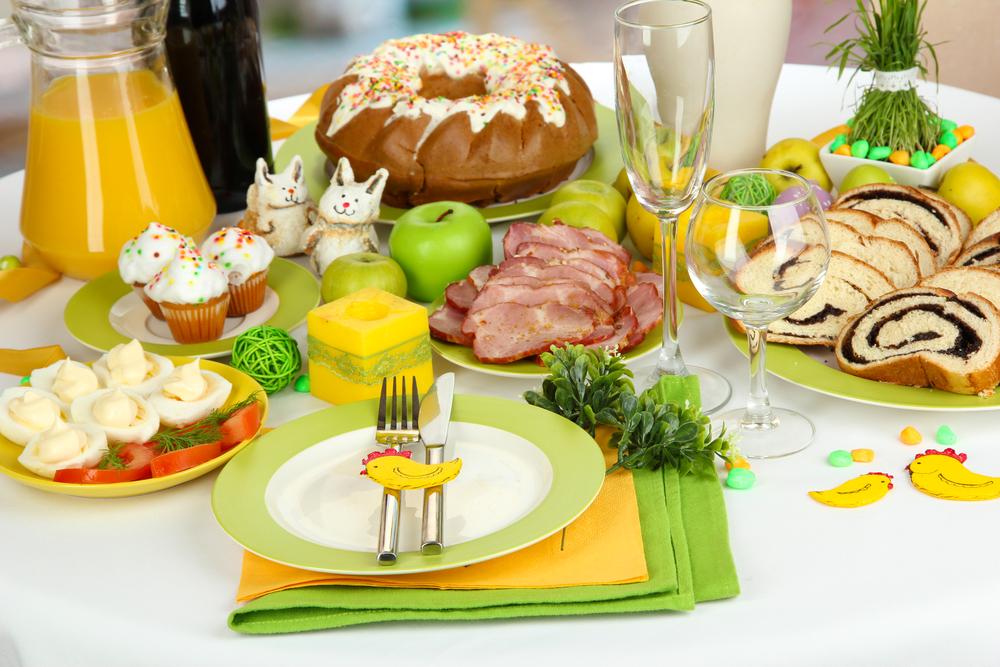 Яркий декор стола на Пасху