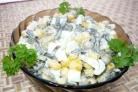 Салат из морской капусты с кукурузой
