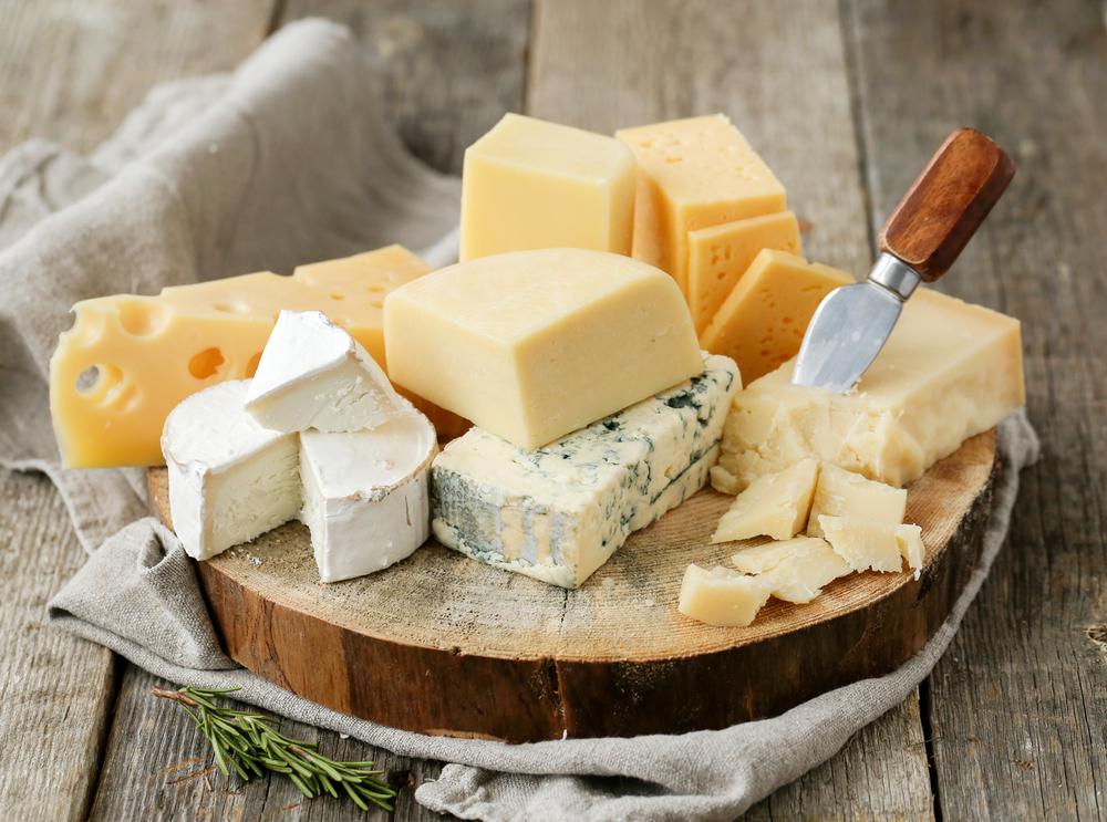 Сыры к белому вину: твердый сыр, сыр с плесенью