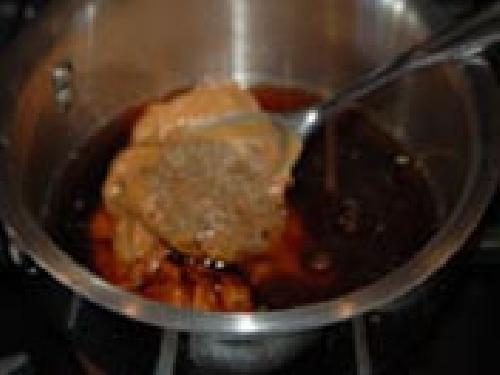 Канапе из свинины с соусом из арахиса