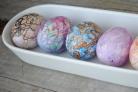 Яйца, крашенные восковыми мелками