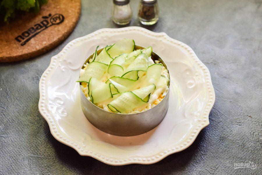 Салат со шпротами и огурцами