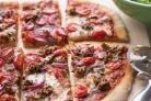 Пицца с говядиной и помидорами