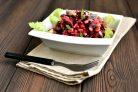 Салат с фасолью и селедкой