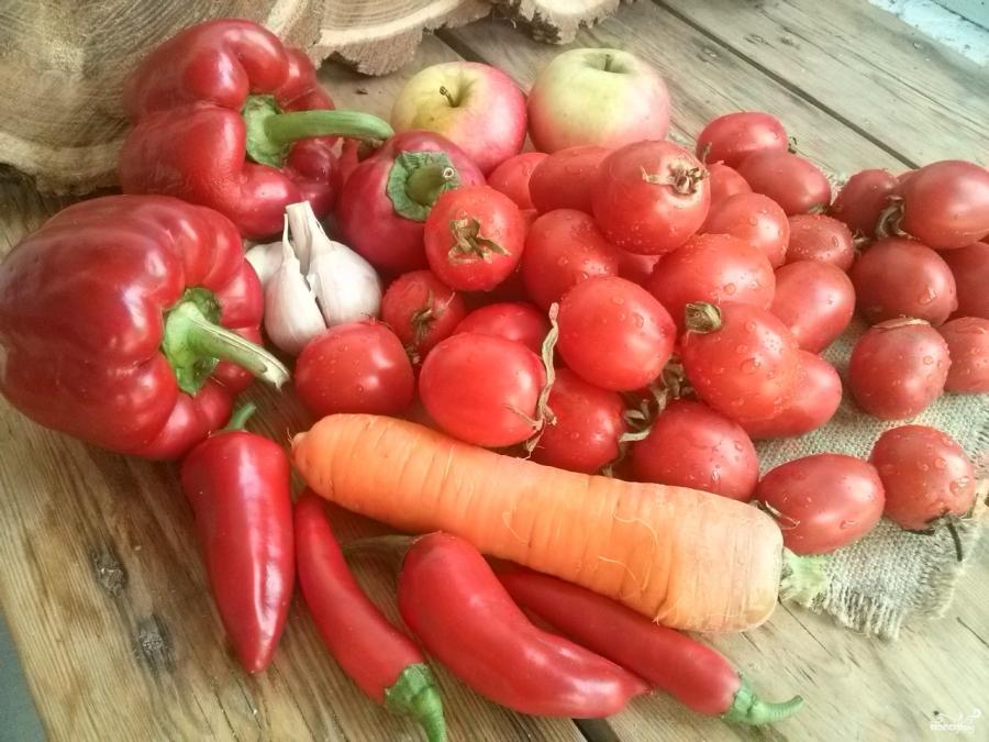 Аджика с морковкой и яблоками