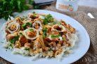 Салат с фасолью, капустой и курицей