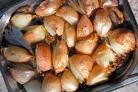 Как запечь лук в духовке для еды