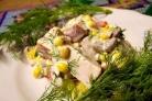 Салат с копченой курицей и грибами