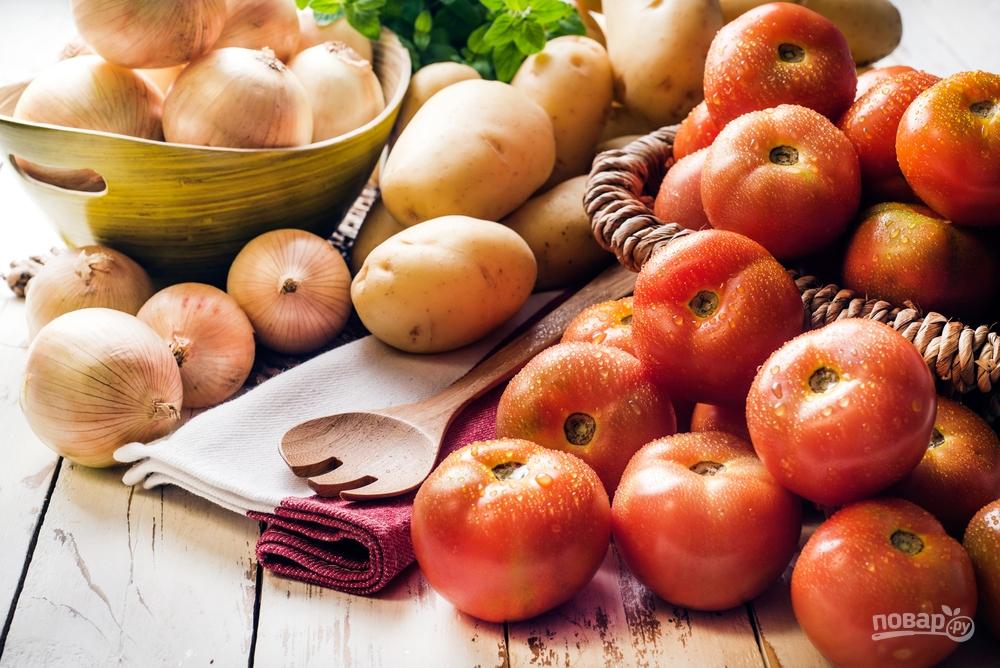 Молодой картофель с помидорами