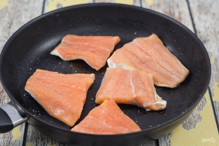 Паста с лососем, грибами и шпинатом