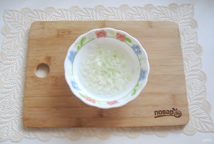 Салат со свининой и солеными огурцами