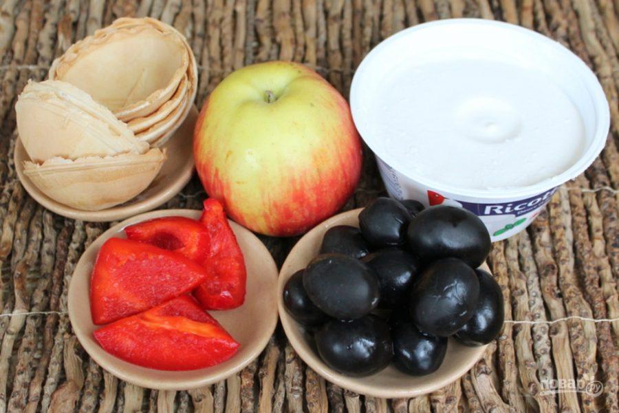 Закуска с рикоттой и оливками
