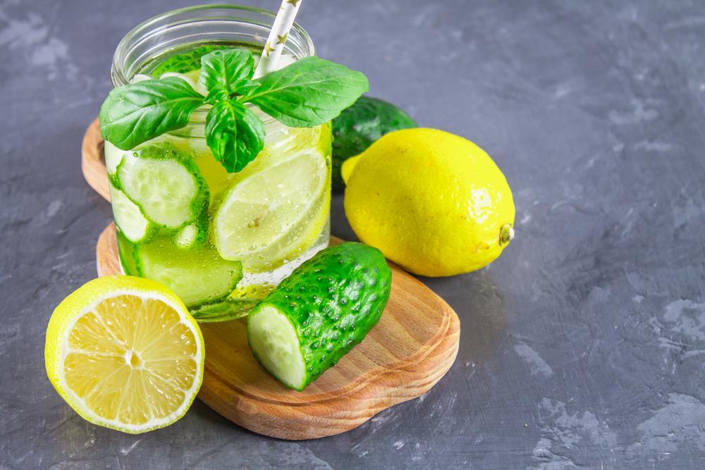 Вода Сасси с огурцом, лимоном, имбирем и мятой