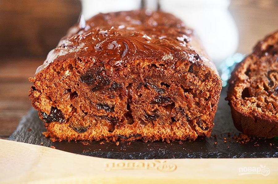 Шоколадный пирог с черносливом и ромом