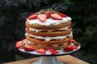 Торт с творогом и клубникой