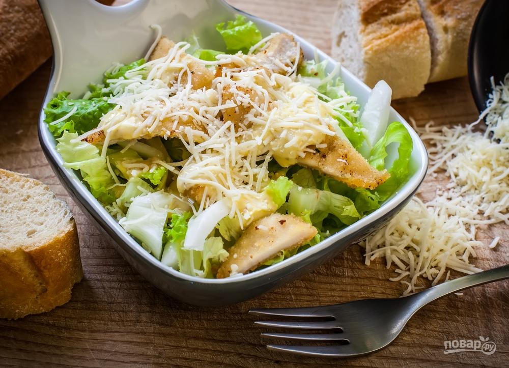 """Подавайте салат """"Цезарь"""" в большой миске"""