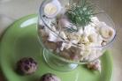 Кальмаровый салат с огурцом