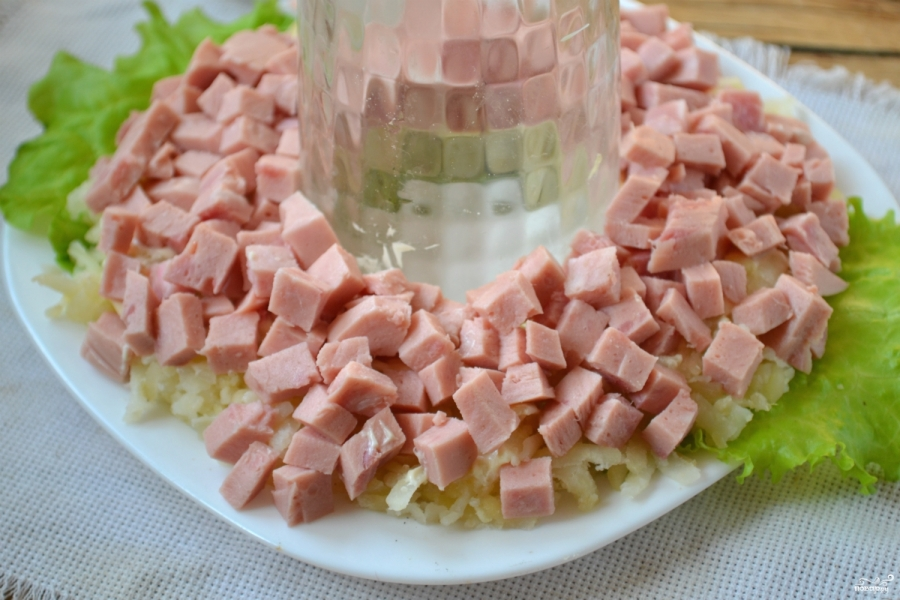 """Салат """"Гранатовый браслет"""" с колбасой"""