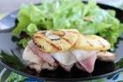 Куриное филе с сыром, ветчиной и ананасами