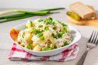 Салат с рыбой горячего копчения и картофелем