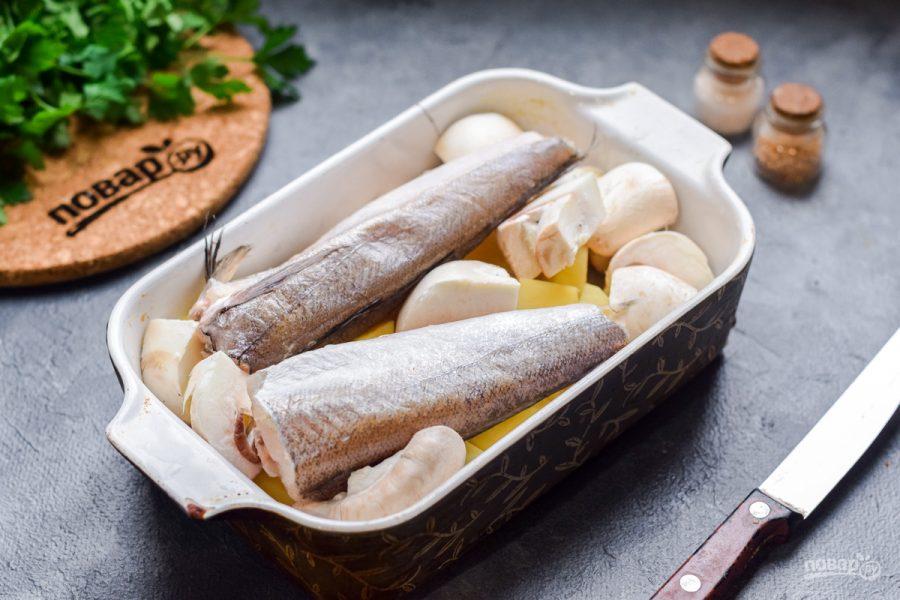 Рыба запеченная с грибами и картофелем